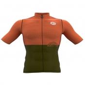 Il est tout nouveau, équipé de 6 poches applique, voici le MANGIA&BEVI en tissu perforé 3D, manches coupées laser (Bodyfit). Le meilleur de la technologie ROSTI👏 Existe en deux couleurs  https://www.rostifrance.com/fr/homme/1199-19785-maillot-mangiabevi.html#/224-taille-s/320-couleur-orange_vert_acide  #rostistyle @rostifrance